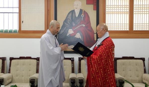 총무원장 편백운 스님은 11월 14일 총무원 국제문화원장 겸 한국불교신문 논설위원에 원응스님(이치란)을 임명했다.
