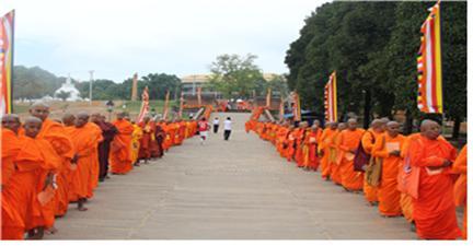 지난 2016년 12월 스리랑카 콜롬보 나가난다 사원에서 열린 스리랑카 전국 비구니 총회에 참석한 비구니 스님들, 이날 4200여명이 운집했다.