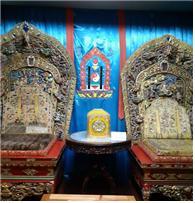 몽골불교의 복드 칸(왕) 부처(夫妻)가 사용한 법좌
