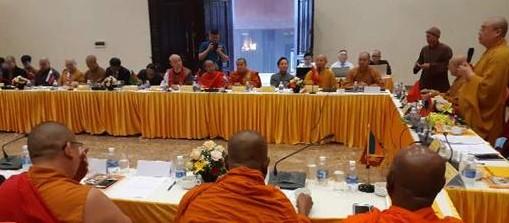 국립베트남 불교승가회와 아시아불교평화회의 연석회의가 12월 14일 오전 닌빈 바이 딘 파고다(拜頂寺)에서 열렸다.